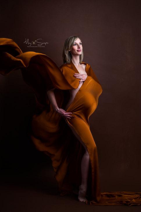 séance photo grossesse maternité femme enceinte photographe yvelines les mureaux studio paris