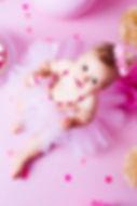 séance photo smash the cake shooting yvelines les mureaux photographe maysnaps myriam tabib anniversaire gateau bébé enfant studio pro bougie baignoire email vintage bulle savon mousse charlotte ruban serviette jouet ballon paillettes confett