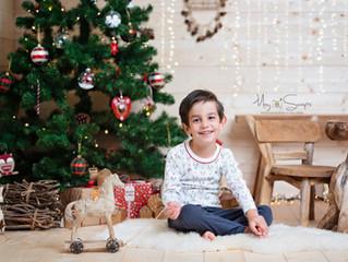 Séance photo de Noël dans un authentique chalet installé au studio !