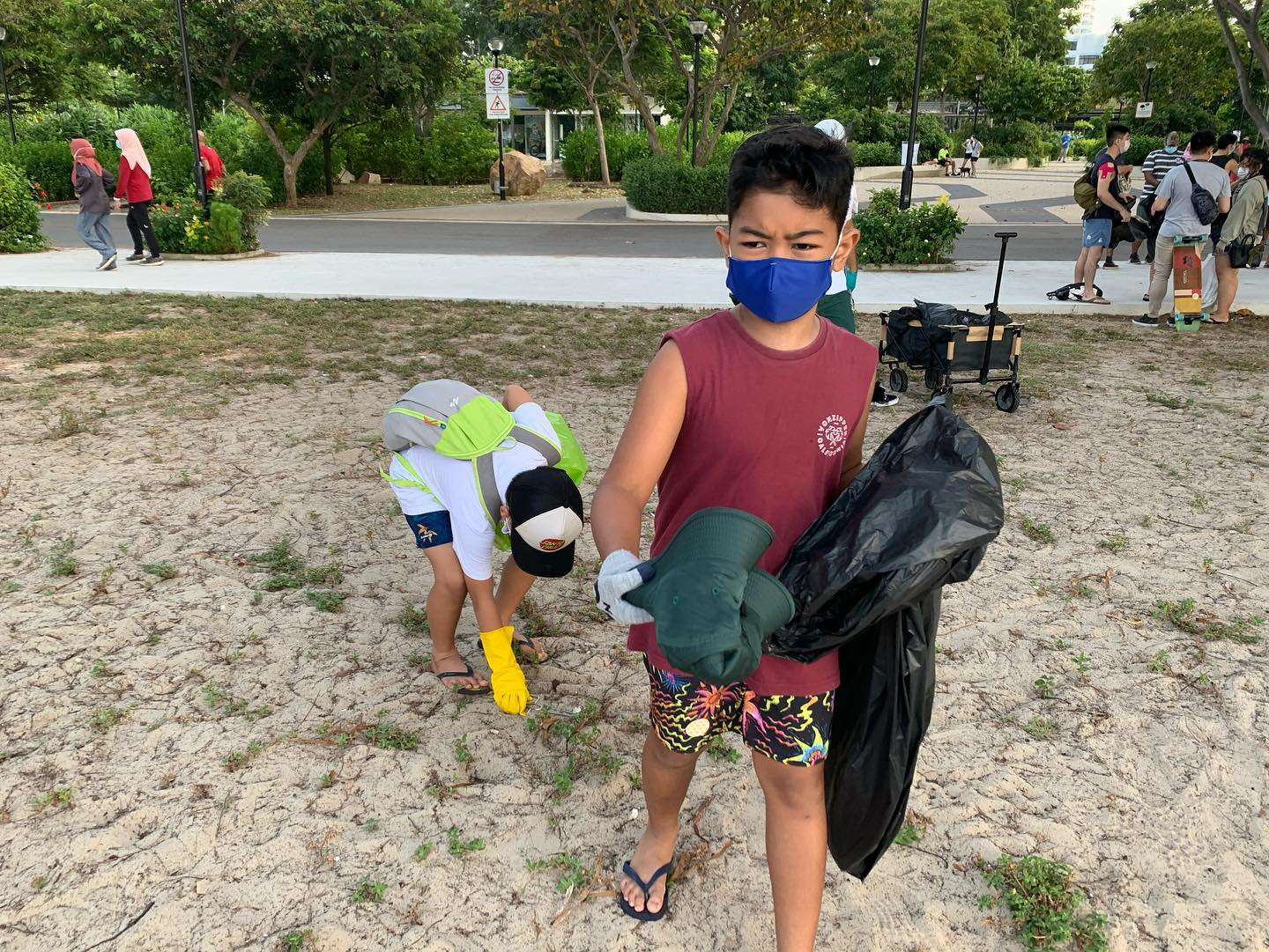 beach clean up 2.jpg
