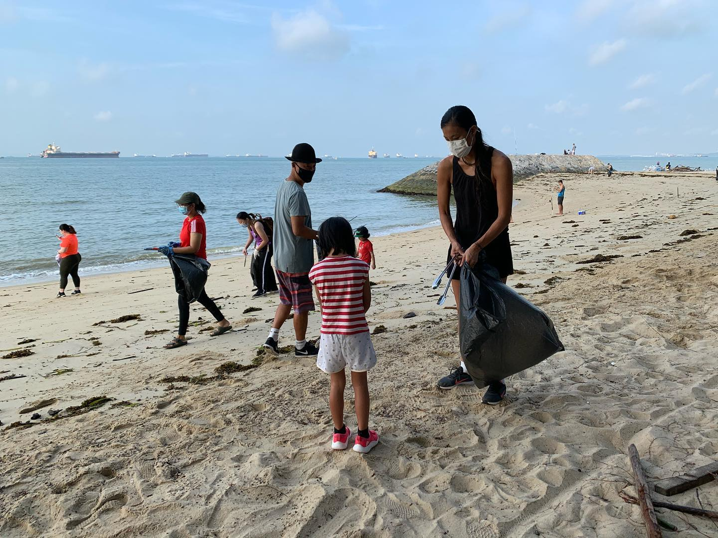 beach clean up 3.jpg
