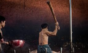 ภาพถ่ายเผย โรงเชือดหมูไทยใช้วิธีฆ่าสุดโหด ทุบหัวจนตาย