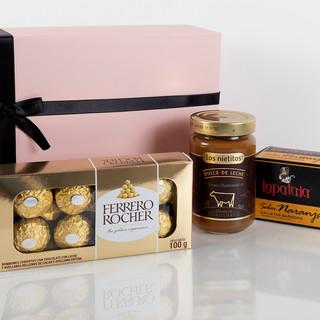 caja de regalo y dulces