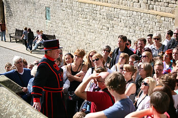 Beefeater Bill Callaghan leading a tour