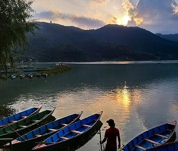 אגם בפוקרה ערוך.jpg