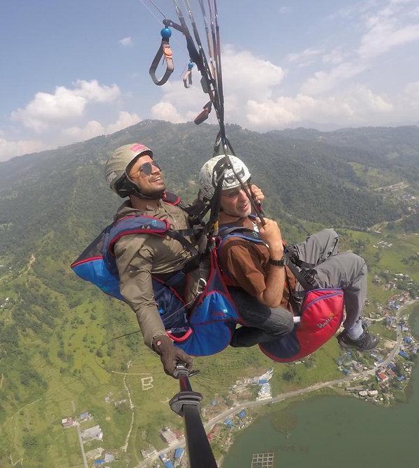 נפאל אביאל מרחף בפוקרה.jpg