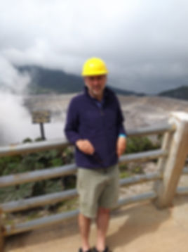 קוסטה ריקה אביאל על הר געש.jpg