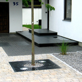 Eingangspodest Granit anthrazit.jpg