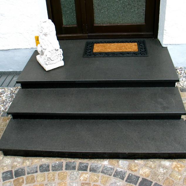 Eingangspodest Granit schwarz.JPG