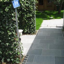 Zuwegung Formatplatten Granit dunkelgrau