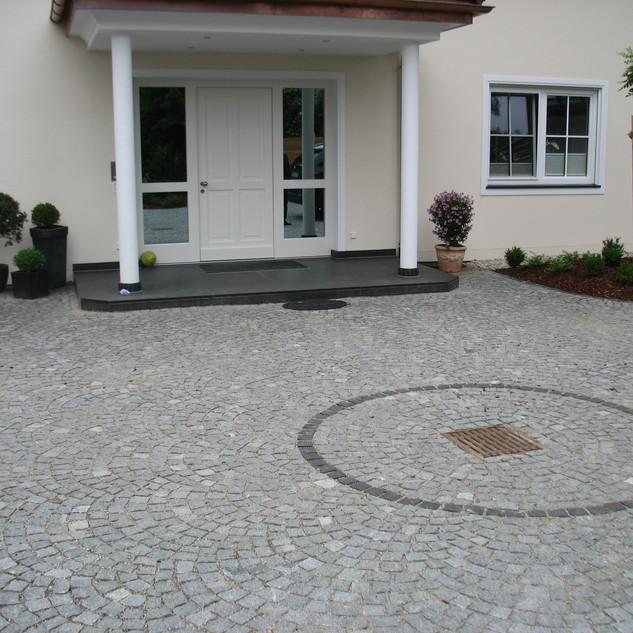 Segmentbogen-Pflaster Granit.jpg
