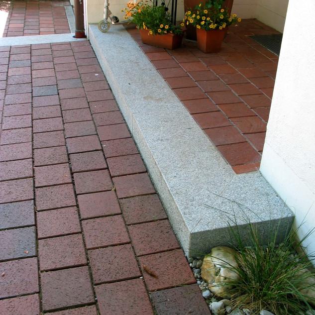 Eingang mit Klinker.jpg