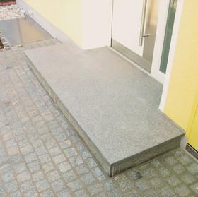 Podestplatte Granit Grigio Aveiro.jpg