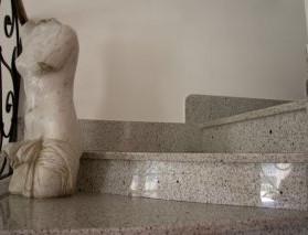 Treppe Bethel White.jpg