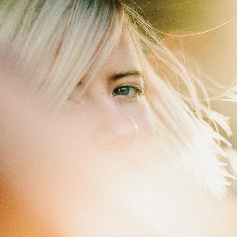 Amber Arcades Blends the Darker Side and Lighter Side of Indie-pop For a Summer Time Record