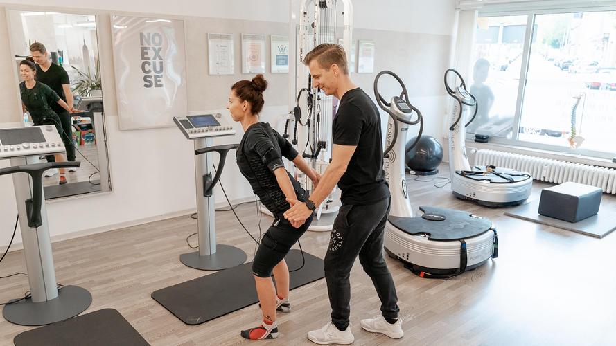 Lars und Nina Dorobeck während des EMS Trainings in Herne