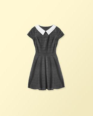 Schwarzes Kleid mit weißem Kragen