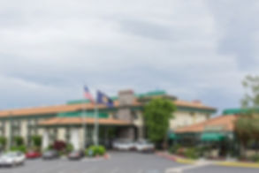 Rogue Regency Inn & Suites (Front of bui