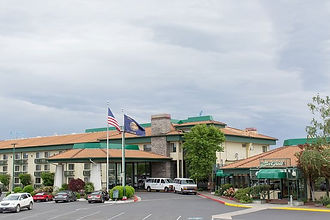 Rogue Regency Inn & Suites (Front of bui