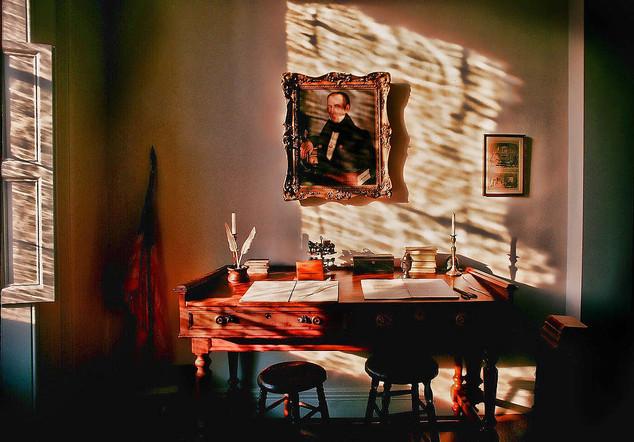 00001 Abraham Lincoln desk bill crofton