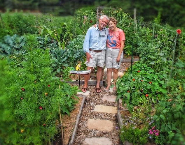 00049 0049 0044 Garden Couple Bill Croft