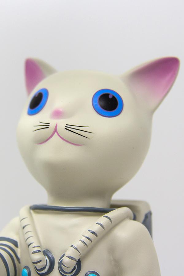 Mr. Pebbles (a white cat with blue eyes wearing a white space suit) from Fallout 76 desk lamp, close up of his face to show facial detail