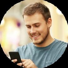 whatsapp-para-negocios-homem-mechendo-no