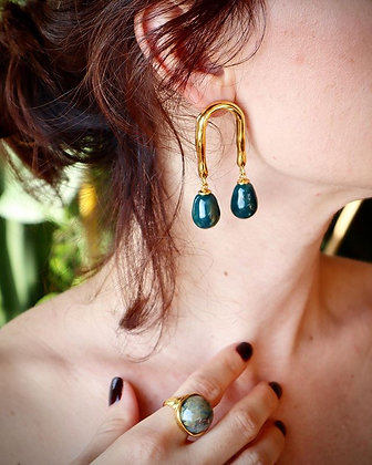 Horseshoe earrings with forest drops