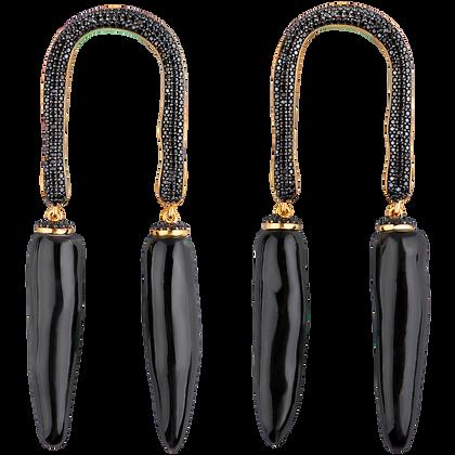 Alter horseshoe with twigs, onyx, black
