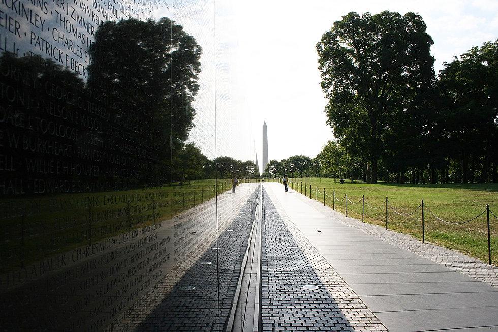 1620px-Vietnam_Veterans_Memorial_reflect