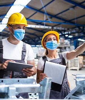 trabajadores-fabrica-mascarillas-protegi