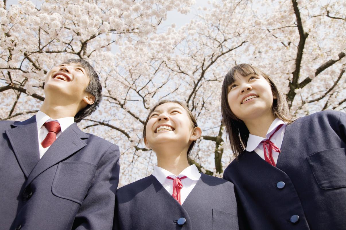 桜の下の生徒達