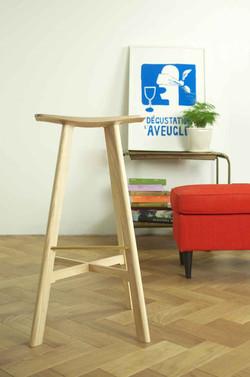 le2 winged bar stool ash / ash