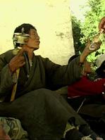 Bitte um etwas Kleingeld. Tibeter in Lha