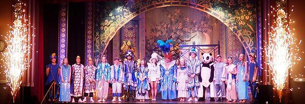 Cast-of-Aladdin-in-the-finale.jpg