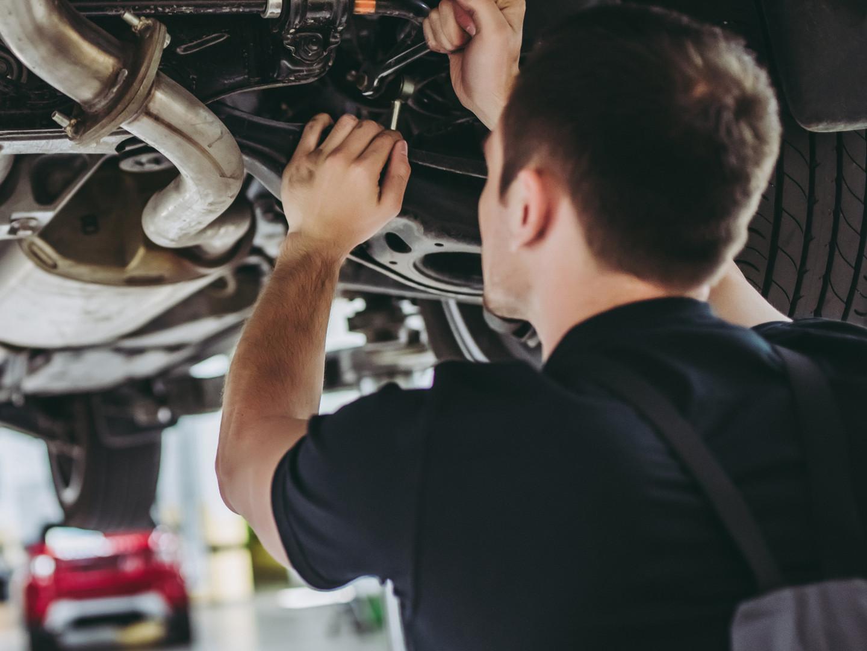 Opravy nákl. vozidel a stav. strojů