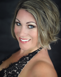 Hannah Delaney Superb Female vocalist singer entertainer