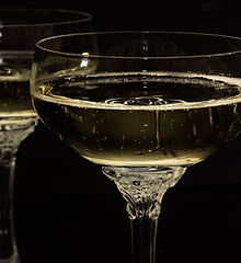 champagne-glasses-1940262.jpg