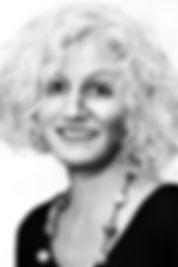Portrait Claudia schwarz-weiss.jpg