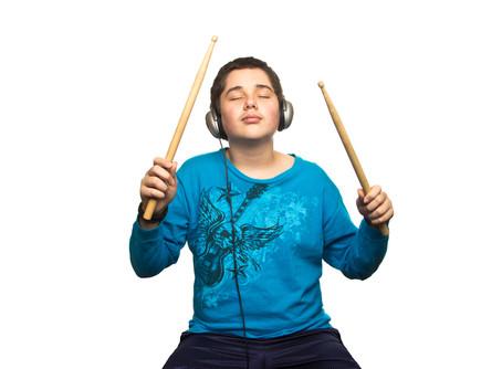 תיאור מקרה:  טיפול בקשיים חברתיים וביטחון עצמי באמצעות מוסיקה וCBT