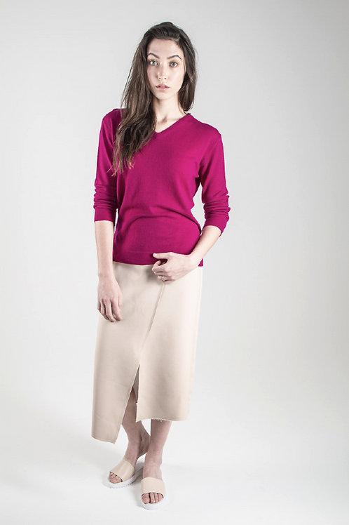 Essential V neck Sweater in Magenta