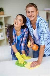 требуется семейная пара в дом