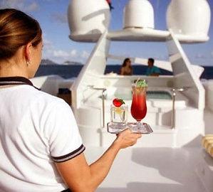 стюардесса на яхту требуется