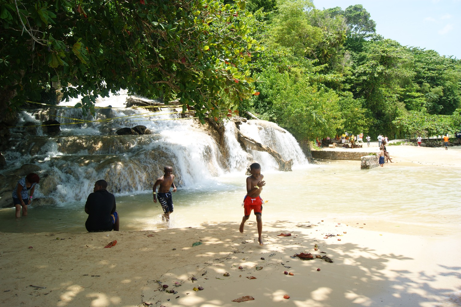 5954345-End_of_the_Falls_Dunns_River_Falls_and_Beach