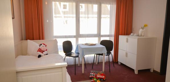 Familienzimmer Gross mit Balkon-5.jpg