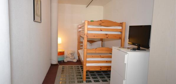 Familienzimmer Gross mit Balkon-3.jpg