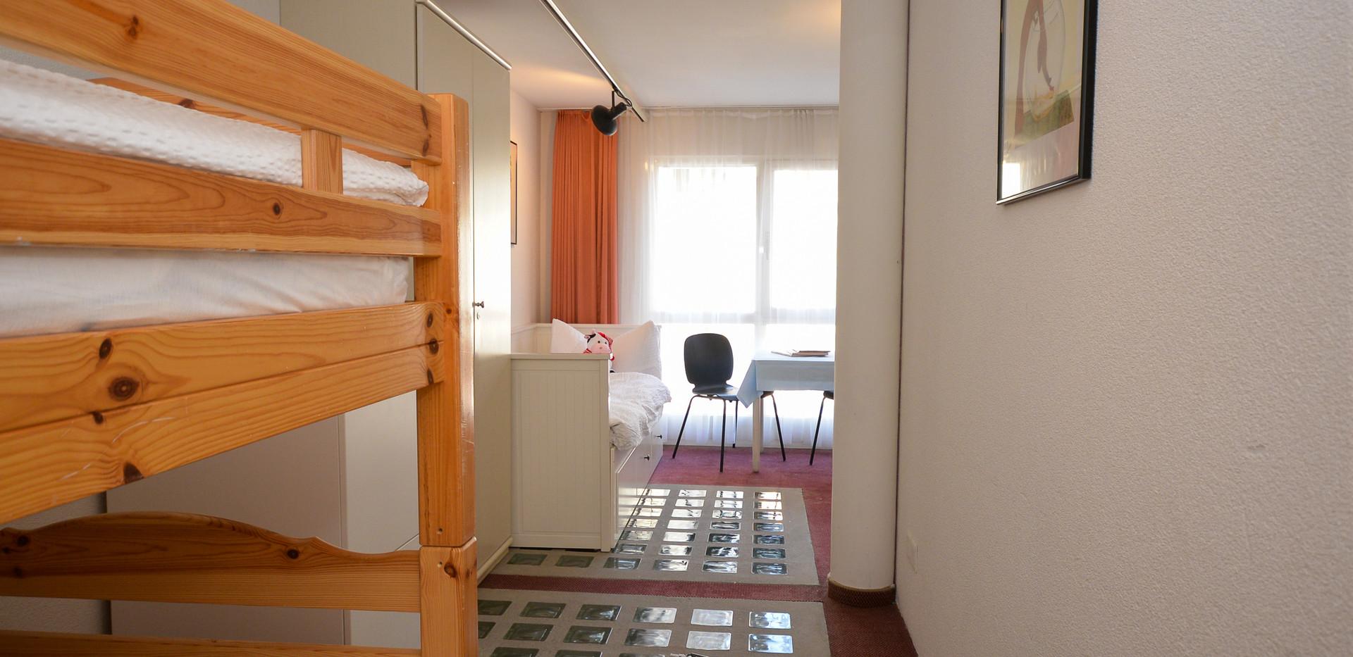 Familienzimmer Gross mit Balkon-4.jpg