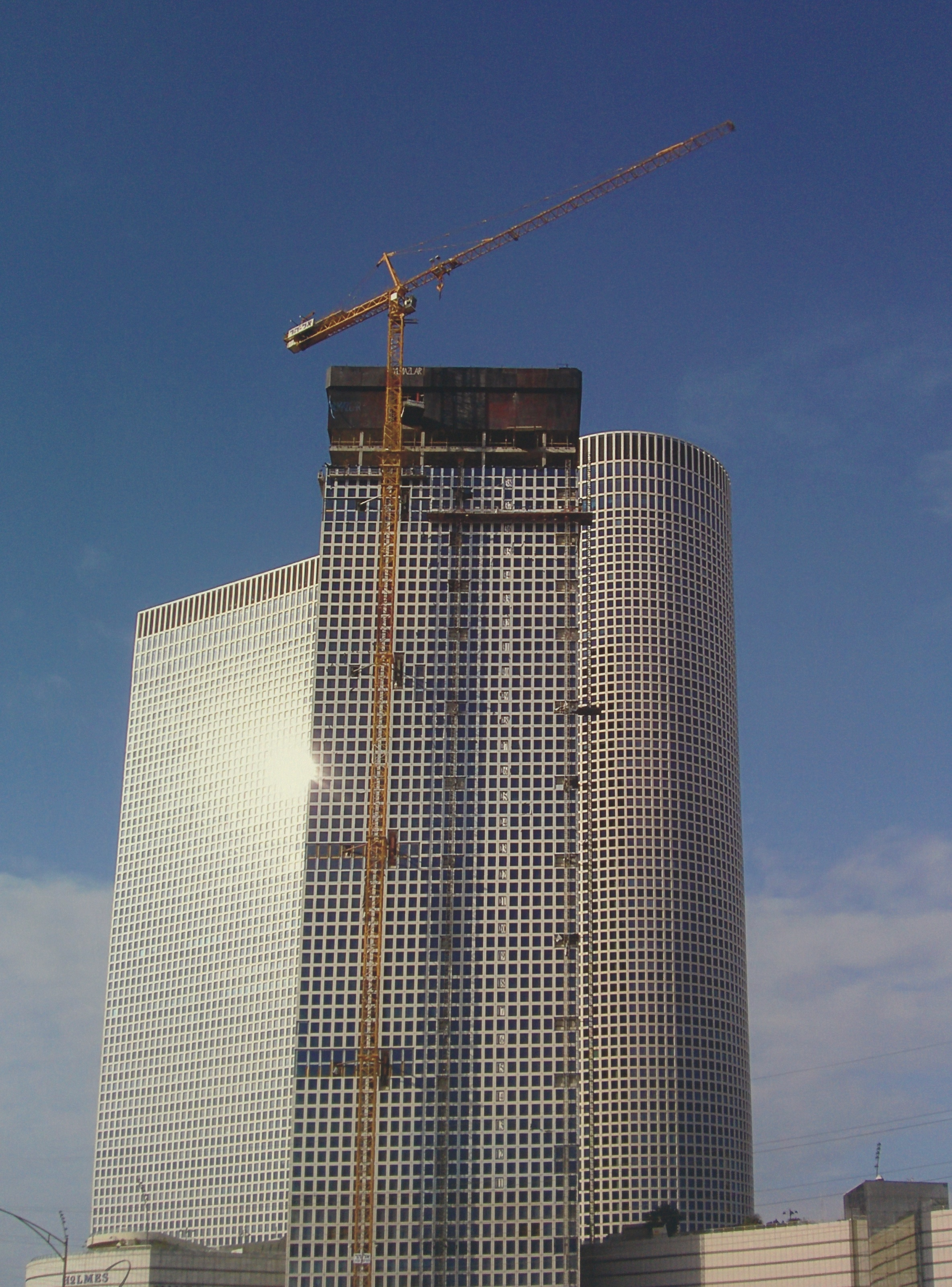 Tower cranes, the Shalom Center TLV