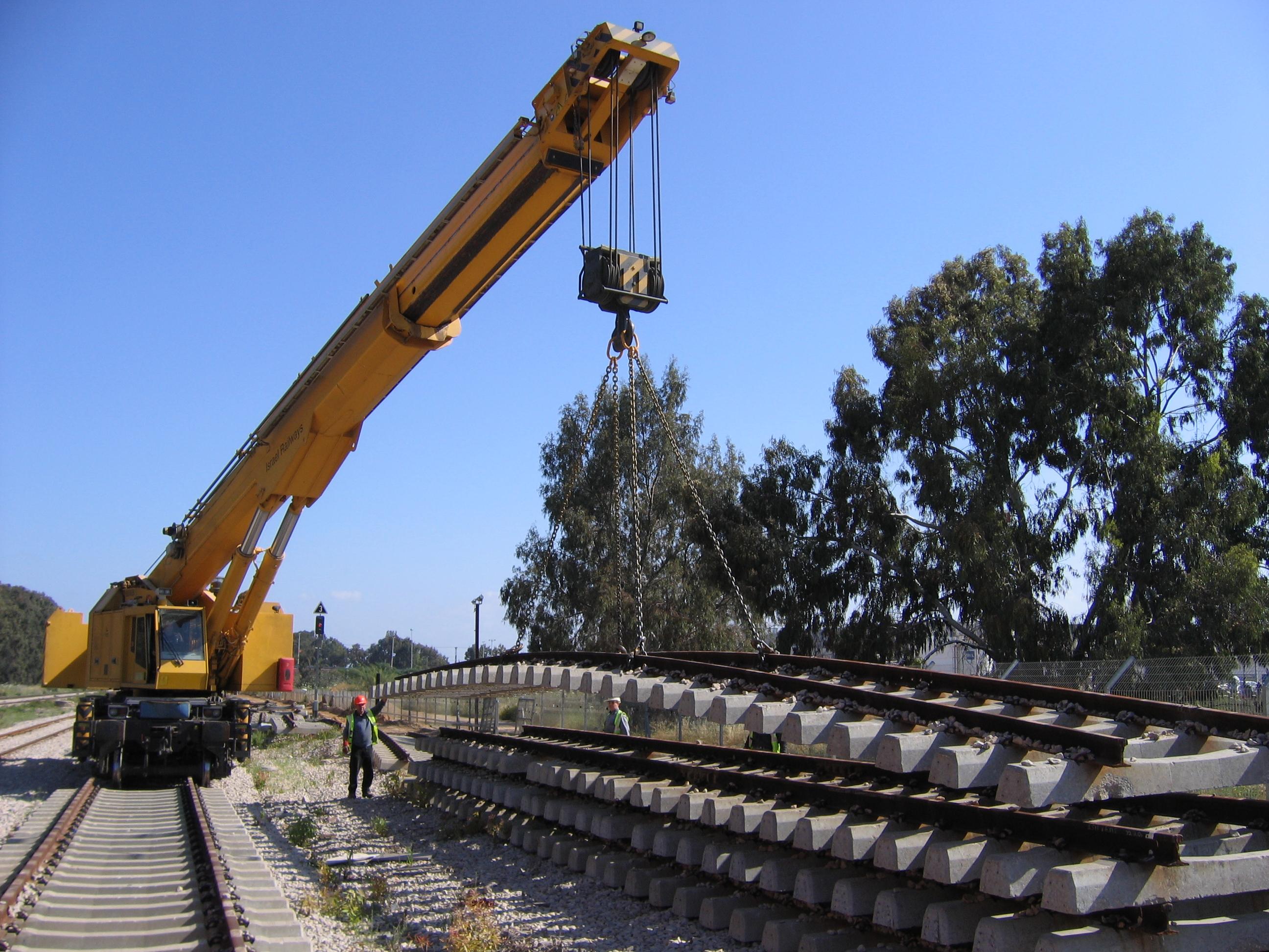 Mobile crane on track