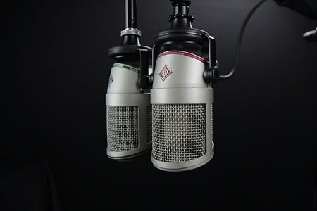 microphone-studio-communication-bottle-l